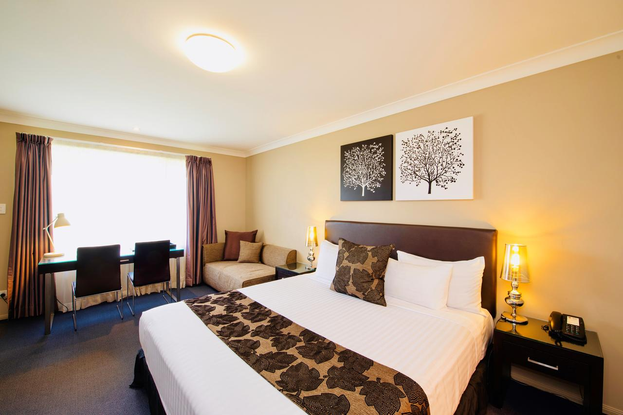 Best Western Plus Ambassador On Ruthven Motor Inn - QLD Tourism