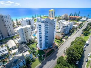 Rainbow Commodore Apartments - QLD Tourism