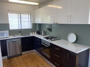 2 Bed Bar Beach Apartment - stroll to beach  cafes supermarket apartment 6 - QLD Tourism