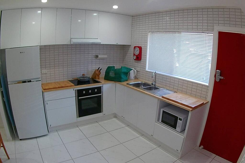 2 Bedroom Apartment In Surfers Central - QLD Tourism