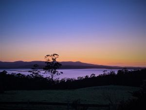 32 Zachary Drive Farm Stay Iconic Water Views - QLD Tourism