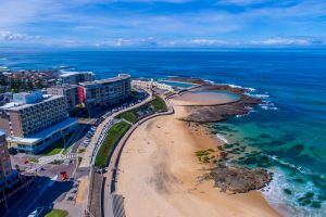 Arena On The Beach - QLD Tourism
